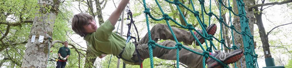 Freizeitaktivitäten: Junge im Klettergarten  Lough Key Forest Park