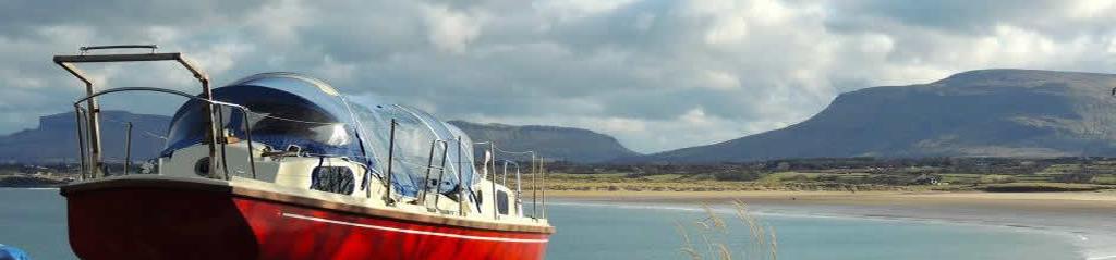 Boot mit  Mullaghmore Sligo im Hintergrund