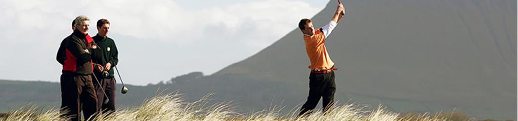 eine Gruppe Golfspieler bei ihren Freizeitaktivitäten